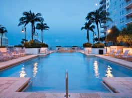 Yacht Club at Brickell Apartments - Miami