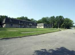 North Road Apartments - Warren