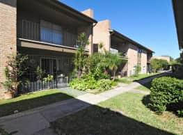 Royal Oaks Apartments - McAllen