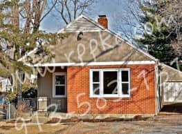 Gleaming Hardwoods & Pretty Front Porch- Waldo! - Kansas City