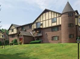 Royal Crest Warwick Apartment Homes - Warwick