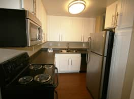 Boulder Creek Apartments - Riverside