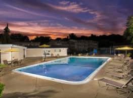 Hilltop Apartments - New Carrollton