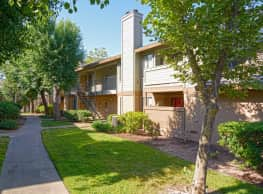 Heritage Oaks Apartments - Carmichael