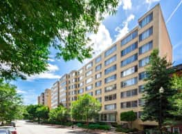 Brunswick House Apartments - Washington