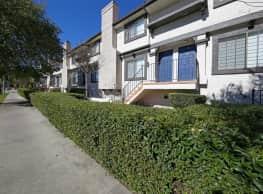 Villa Grande Townhome Apartments - Reseda