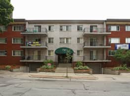 Pere Marquette Apartments - Milwaukee
