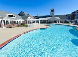 Falcon Creek Luxury Apartments - Hampton