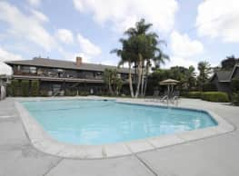 Serrento California Apartments - Fullerton