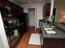 Windsor Estate Apartments - Bloomingdale