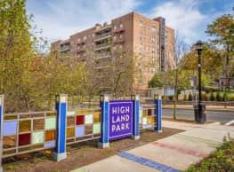 Parktowne Apartments - Highland Park