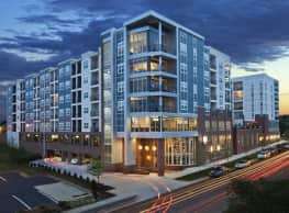 District Flats At Summit & Church Apartment Homes - Charlotte