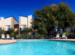 Creekwood Apartments - Killeen