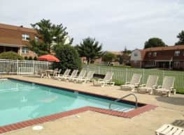 Foxwood Manor Apartments - Levittown