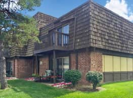 Treetop Lodge Apartments - Overland Park