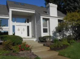 Beautiful Contemporary Style Home in Oakland Twp - Oakland Township