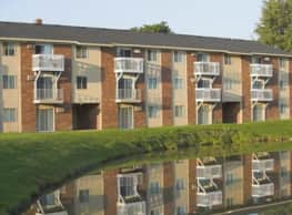 Breton Court Apartments - Kentwood