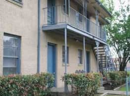 Parkmore Apartments - Dallas