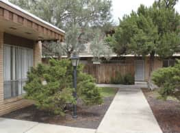 Town & Country Apartments - Las Cruces