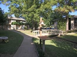 Hunter's Creek Apartment & Duplex Homes - Tulsa