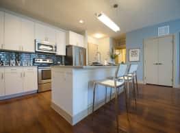 360 Degrees Apartments - Aurora