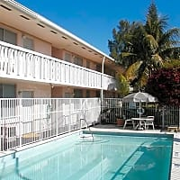 Bermuda House Apartments - Miami, FL 33136