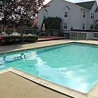 Crystal Lake Apartments - Pontiac, MI 48341