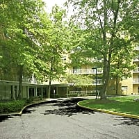 Grandview Pointe Apartments - Cleveland, OH 44121