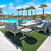 Everett Apartment Homes - Las Vegas, NV 89113