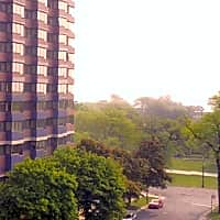Commonwealth at the Park Apartments - Chicago, IL 60657