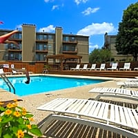 Cloverset Apartments - Kansas City, MO 64114