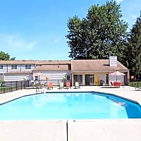 Ravenswood Townhouses & Apartments - Stow, OH 44224