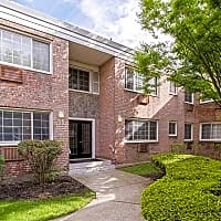 Eagle Rock Apartments At Carle Place - Carle Place, NY 11514