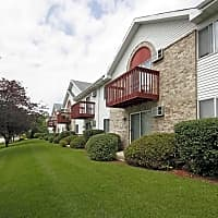 Quail Hollow Apartments - Greenfield, WI 53220