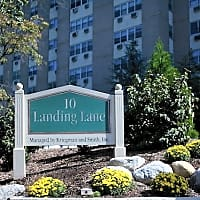 10 Landing Lane - New Brunswick, NJ 08901