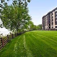 Les Chateaux - Duluth, MN 55804