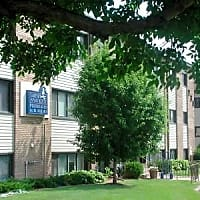 Lakeview Apartments - New Brighton, MN 55112