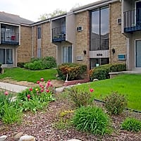 College Square Apartments - Greendale, WI 53129