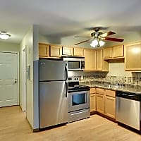 Uptown Plaza Apartments - Minneapolis, MN 55404