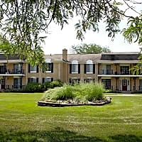 Knollwood Village Apartments - Grand Blanc, MI 48439