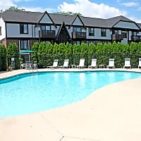 Creekwood Apartments - Green Bay, WI 54304