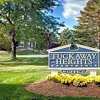Tuckaway Heights Apartments - Greenfield, WI 53221