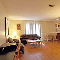 Applewood Village Apartments - Fayetteville, NC 28303