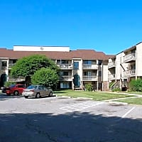 Windemere Village Apartments - Lansing, MI 48917