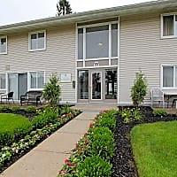 Pepperwood Apartments And Townhomes - Mayfield Heights, OH 44124