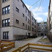 627 West Roscoe - Chicago, IL 60657