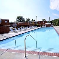 Colony Club Apartments And Townhomes - Bedford, OH 44146