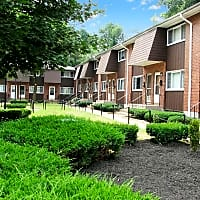 Brook Haven Apartments - Manchester, CT 06040