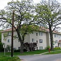 Robert's Apartments - Newton, IA 50208