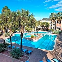 Campus Club - Gainesville, FL 32608